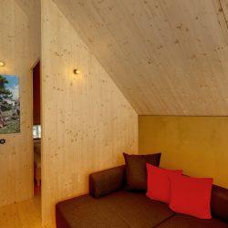 Loacation_Bilder_2_node1_Waldchalets Brand Wohnzimmer