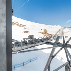 Kaprun - Bergstation_Technik_Einfahrts-Stütze links hinten