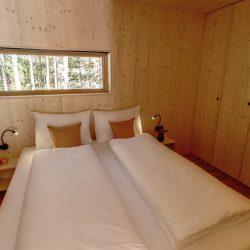 Loacation_Bilder_2_node3_Waldchalets Brand Schlafzimmer EG