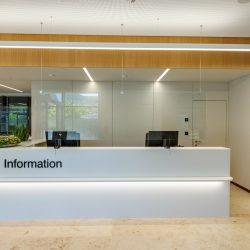 Loacation_Bilder_2_node4_Raiffeisenbank Feldkirch - Informationsbereich-Eingang