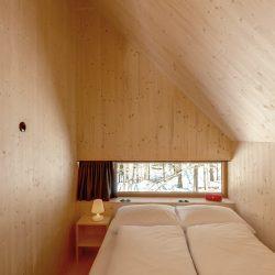 Loacation_Bilder_2_node5_Waldchalets Brand Rechtes Schlafzimmer 1.OG